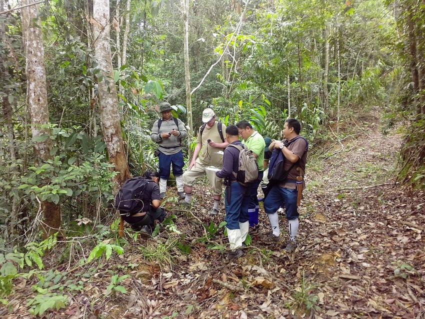 Keeper of the Wild Berjaya Elahan delivering Ranger training, Sabah, Malaysian Borneo. Credit HUTAN