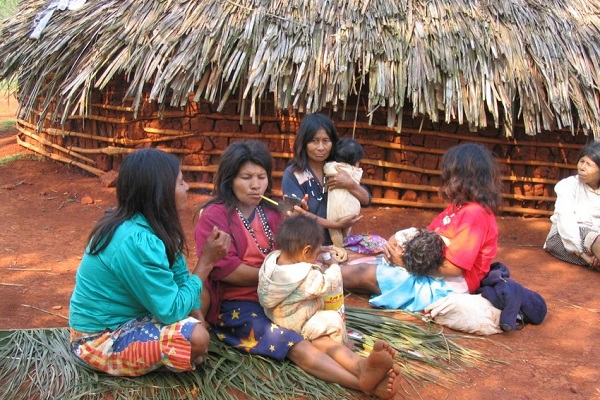 Mbya-Guaraní people living in the Atlantic Rainforest of Misiones Province, Argentina. © Hector Keller