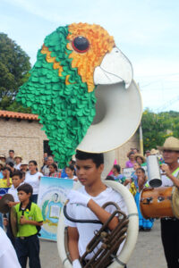 Activities to celebrate the Yellow-shouldered Parrot were organised by Antonio José de Sucre school in the town of Robledal. They were joined by other schools and cultural institutions of Macanao Peninsula, presenting traditional songs, dances and poetry. Image: Provita